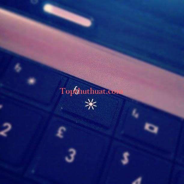 su dung pin laptop