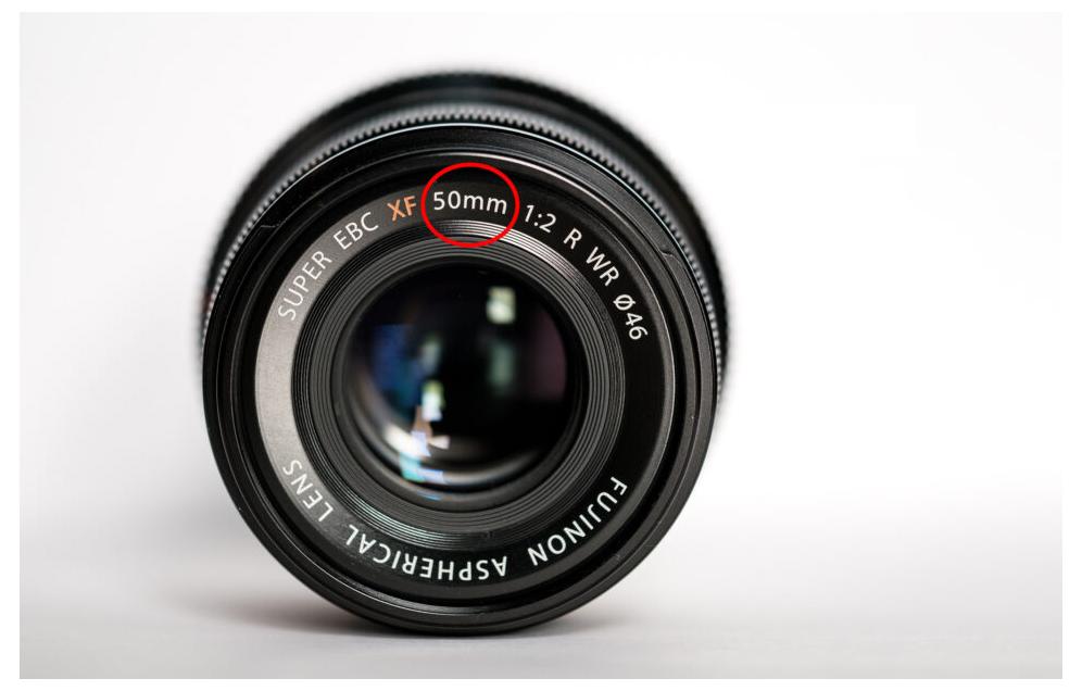Một ống kính 50mm