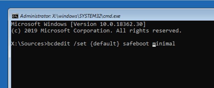 Trong cửa sổ Command Prompt, thực hiện lệnh vào chế độ safe mode