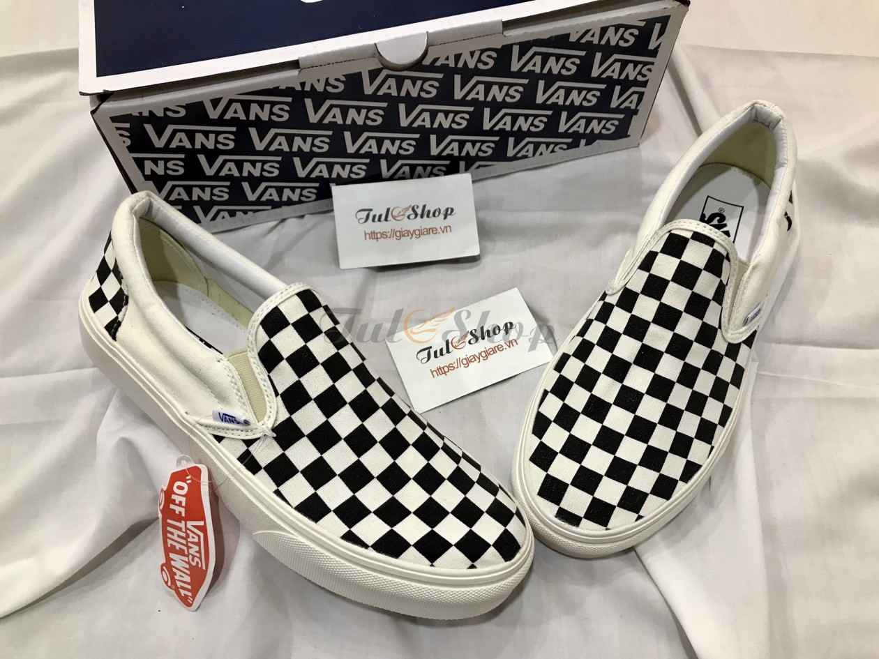 Double pictures Vans Checkerboard Slip On