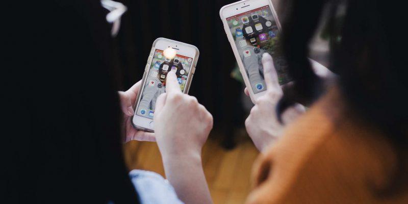Cách chuyển danh bạ sang iPhone từ điện thoại Android