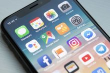 Tra tấn iPhone Xs Max: Dùng vật nhọn, lửa và bẻ cong nó